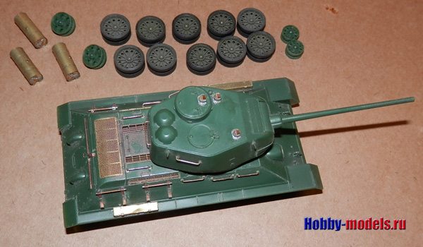 tank T-34-85 revell in work