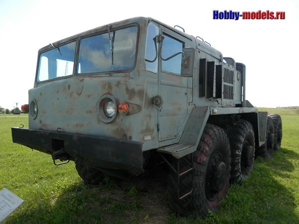 tractor MAZ-537