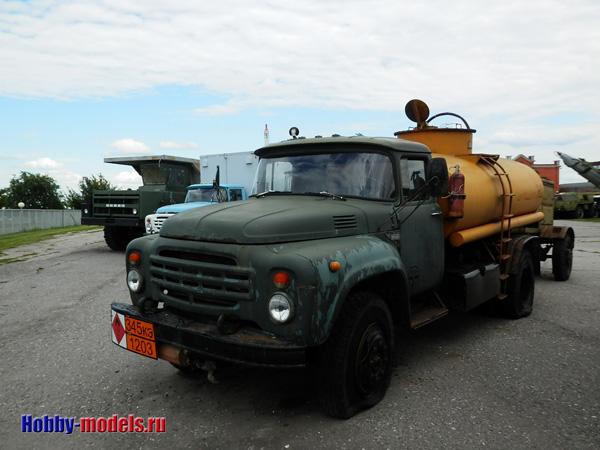 Toplivozapravshik ZiL-130